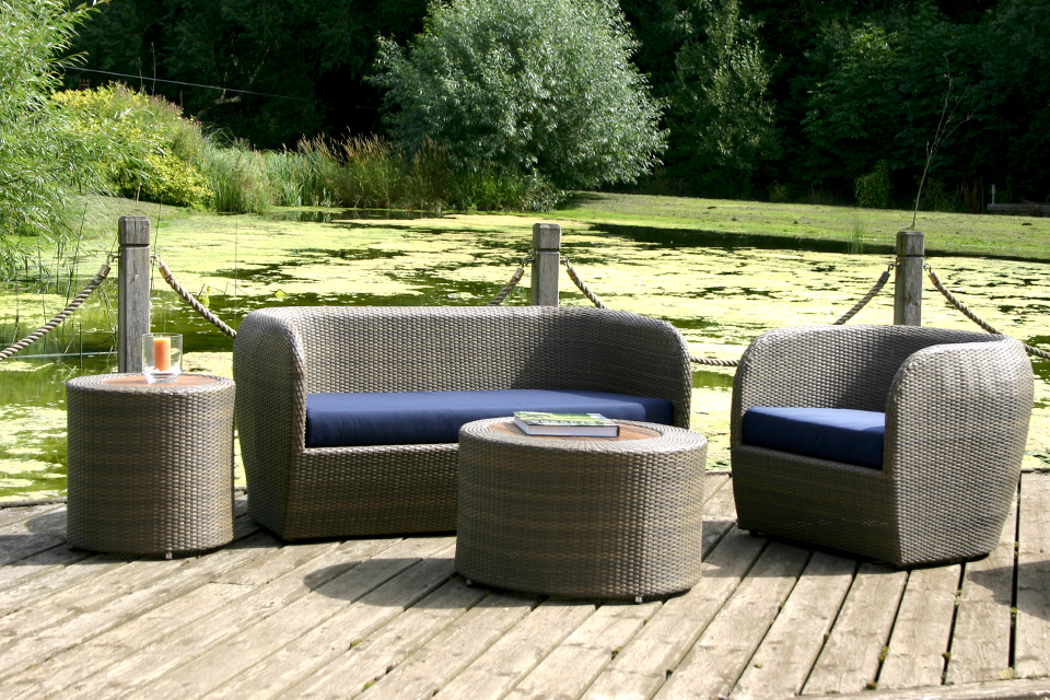 Tubby contemporary garden sofa bau outdoors for Modern garden furniture